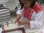 実は「紐マニア」な幸子さんは指網にも挑戦。真剣な顔つきです。